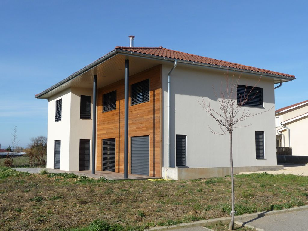 Maison bois contemporaine sur vienne 38200 is re maisons for Maison et construction